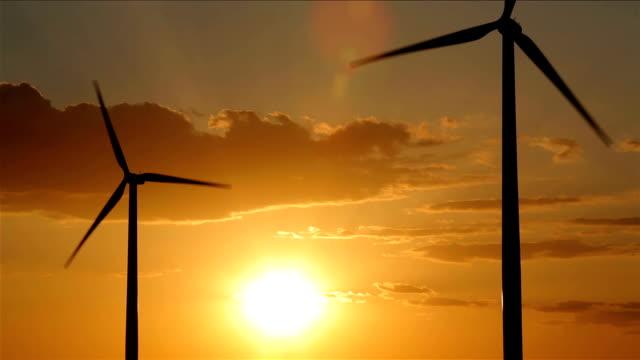 vídeos y material grabado en eventos de stock de oklahoma molinos de viento en sunset - oklahoma