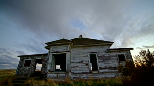 old abandoned house farmhouse pioneers great depression settlers at sunset 2 - oregon us state stock videos & royalty-free footage