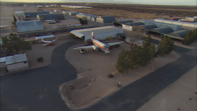 stockvideo's en b-roll-footage met low aerial old airplanes and buildings at former military base near el paso, texas, usa - amerikaans strijdkrachten