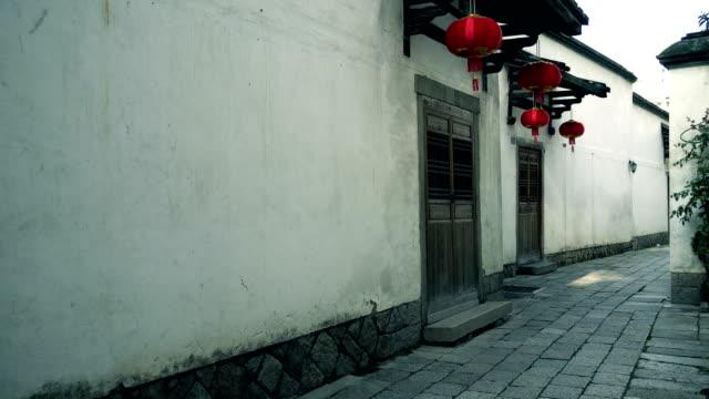 vídeos y material grabado en eventos de stock de antiguo callejón de mañana - hutong