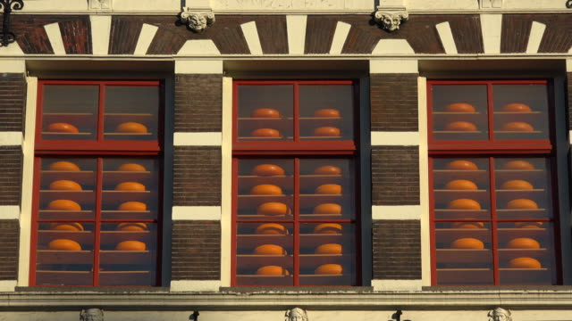 old amsterdam cheese store, damrak, amsterdam, north holland, netherlands - netherlands stock videos & royalty-free footage
