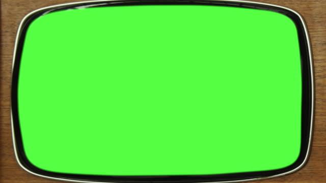 gamla analoga tv-apparater med grön skärm. 4k (4k) - golfgreen bildbanksvideor och videomaterial från bakom kulisserna