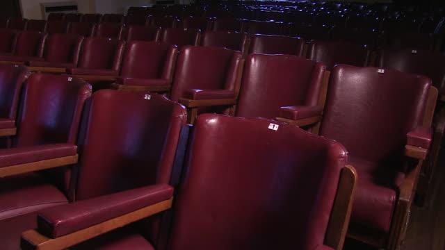 old and red cinema chairs - 席点の映像素材/bロール