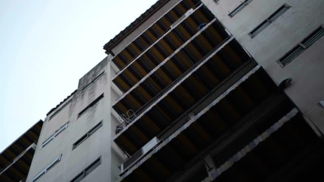 gamla lägenheten, bangkok thailand - kommunalt bostadsområde bildbanksvideor och videomaterial från bakom kulisserna