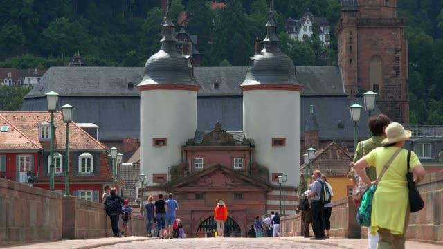 old bridge and bridge gate, neckar river, heidelberg, baden-wurttemberg, germany, europe - ハイデルベルク点の映像素材/bロール