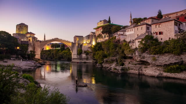 t/l 莫斯塔爾的舊橋 - 天到黃昏延時 - 波斯尼亞 赫塞哥維納 個影片檔及 b 捲影像