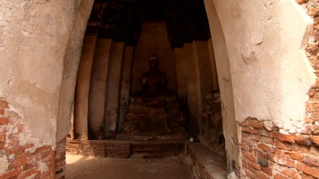 タイのアユタヤ歴史公園に古い仏像 - アユタヤ県点の映像素材/bロール