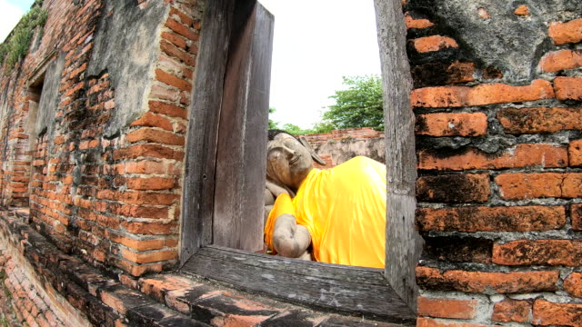 タイのアユタヤ歴史公園に古い仏像 - ワットチャイワタナラム点の映像素材/bロール