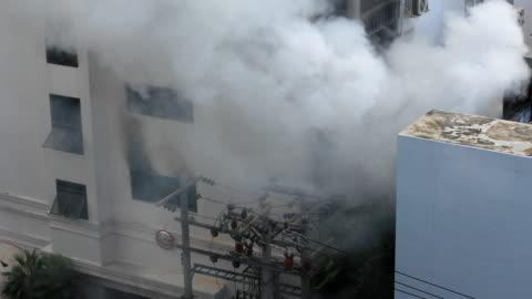 old building on fire - eldsvåda bildbanksvideor och videomaterial från bakom kulisserna