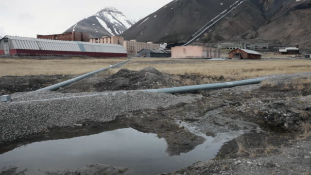 old buildings and new pipelines in the village of pyramiden, an abandoned russian settlement and coal mining community on the archipelago of svalbard, norway - 1927 stock videos & royalty-free footage