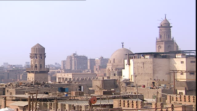 old cairo panright panoramic view of the domes and minarets of old cairo taken from the base of the alhussein mosque minaret - panoramic stock videos & royalty-free footage