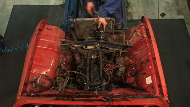 hd :古い車の部品 - 解体点の映像素材/bロール