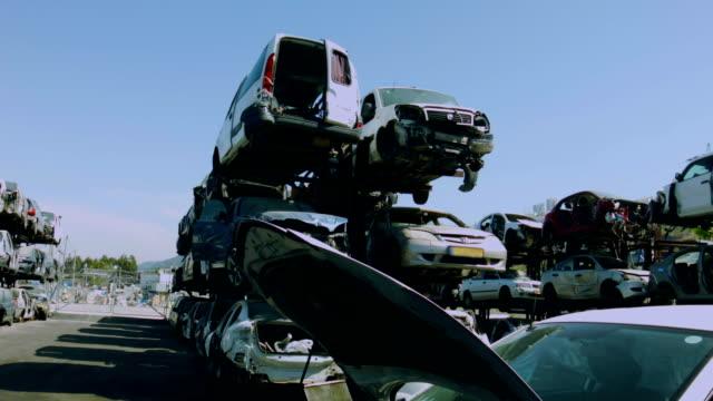 old cars junkyard - vrak bildbanksvideor och videomaterial från bakom kulisserna
