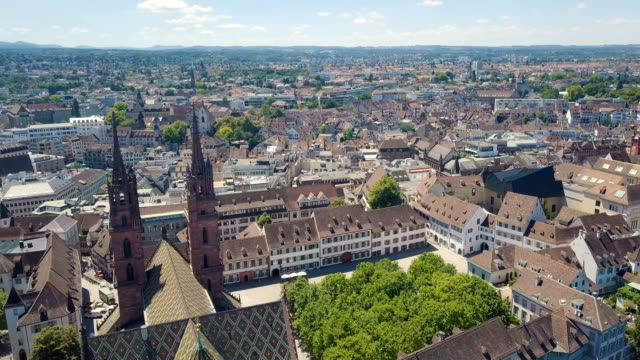 vídeos de stock e filmes b-roll de aerial/ old city center of basel with munster cathedral, switzerland, europe. - suíça