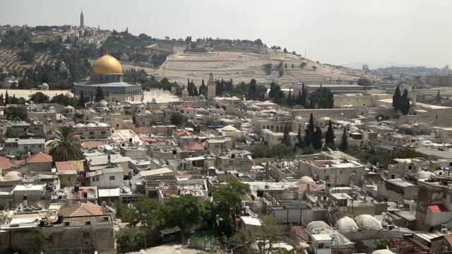 stockvideo's en b-roll-footage met old city of jerusalem - rotskoepel