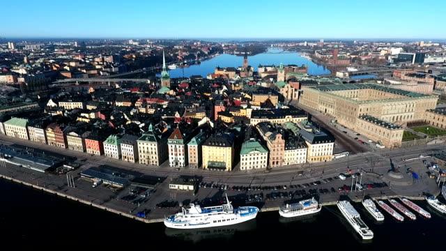 stockvideo's en b-roll-footage met oude stad stockholm luchtfoto - stockholm