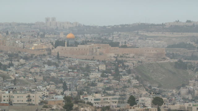 old city, temple mount w/ dome of the rock shrine behind walls, vehicles driving along streets, low-rise buildings fg, modern high-rises bg, fog,... - modern rock stock videos & royalty-free footage