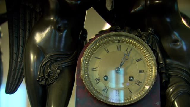 vidéos et rushes de old clock in vienna - antique