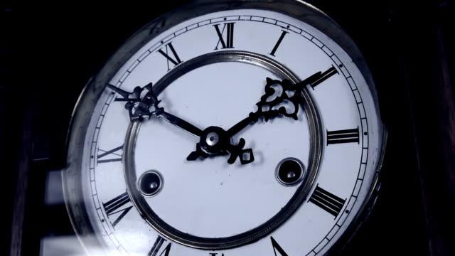 old clock time lapse - römische zahl stock-videos und b-roll-filmmaterial