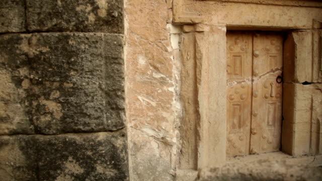 Old Cripta porta. Plano aproximado