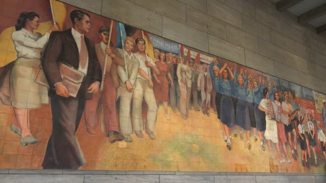 vidéos et rushes de old ddr mural painting at the federal ministry of finance, wilhelmstrasse, berlin, germany, europe - socialisme