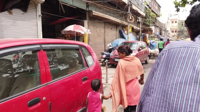 old delhi or purani dilli was founded as a walled city of delhi india founded as shahjahanabad in 1639 when shah jahan the mughal emperor at the time... - subjektive kamera blickwinkel aufnahme stock-videos und b-roll-filmmaterial