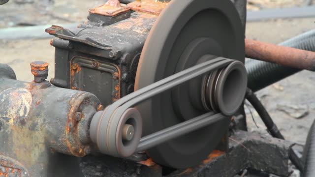 alte elektrische wasserpumpen - zentrifuge stock-videos und b-roll-filmmaterial