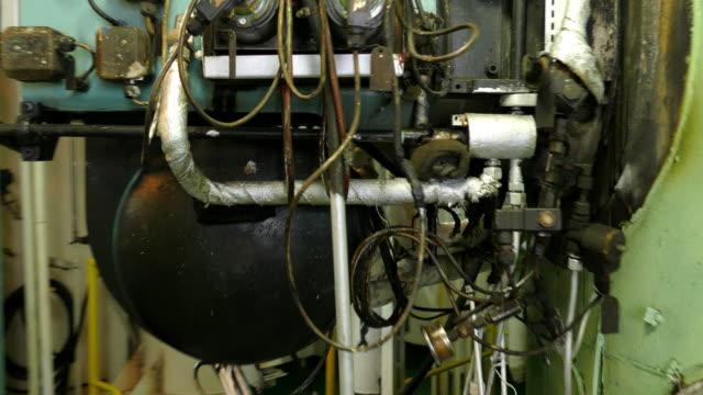 stockvideo's en b-roll-footage met oude apparatuur - machinekamer