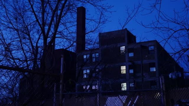 stockvideo's en b-roll-footage met old factory with barbed wire fence - verlaten slechte staat