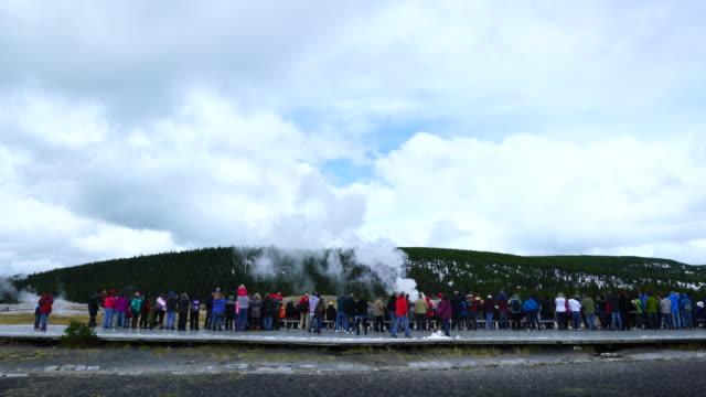 stockvideo's en b-roll-footage met old faithful geyser, yellowstone national park, unesco world heritage, wyoming, usa, north america, america - old faithful geiser