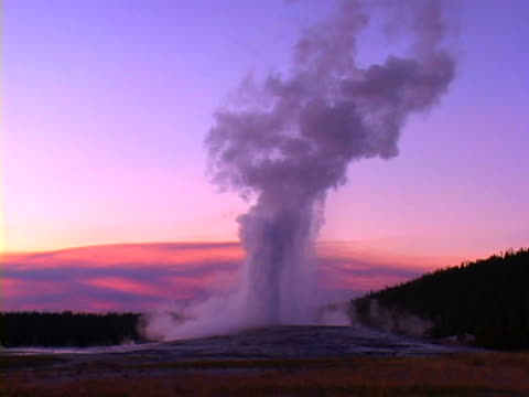 old faithful - old faithful stock videos & royalty-free footage