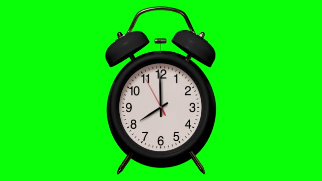 vídeos de stock e filmes b-roll de old fashioned black alarm clock rings at 8 o'clock on chroma key background - número 8