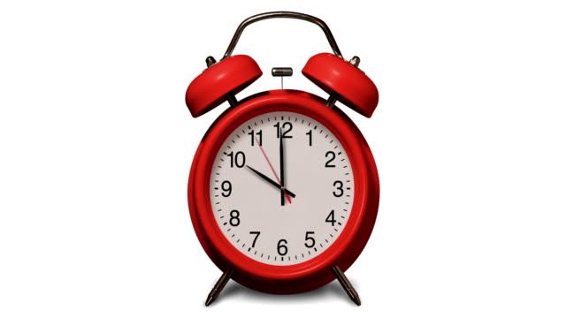 vídeos y material grabado en eventos de stock de anillos de reloj de alarma rojos antiguos a las 10 o'clock sobre fondo blanco - 10 seconds or greater