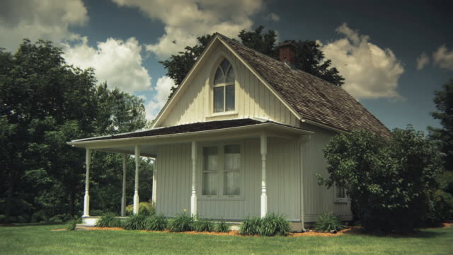 ms old fashioned wood clad cottage, iowa, usa - cottage stock videos & royalty-free footage