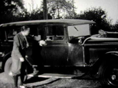 1930 old friends pulling up in cars - 1930 stock-videos und b-roll-filmmaterial