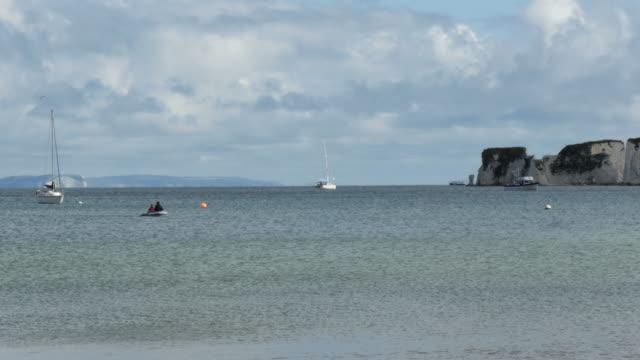vídeos y material grabado en eventos de stock de old harry rocks, dorset with rower in shot - studland heath
