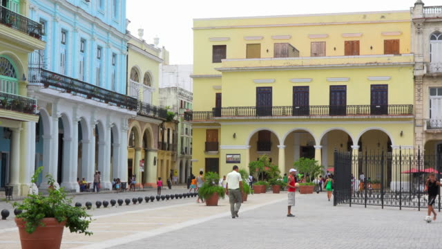 old havana colonial buildings and the everyday lifestyle during the day - plaza vieja stock videos and b-roll footage