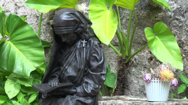 old havana, cuba: mother teresa life-size statue in the unesco world heritage site - effigy stock videos & royalty-free footage