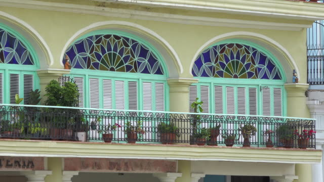 old havana, cuba: spanish colonial architecture in the 'old plaza' or 'plaza vieja' - plaza vieja stock videos and b-roll footage