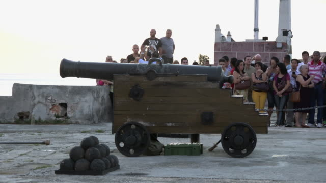 Old Havana, Cuba: Tourist waiting for the Cannon Shot Ceremony at 9.00 pm in the 'Fort of Saint Charles' or 'San Carlos de la Cabana'