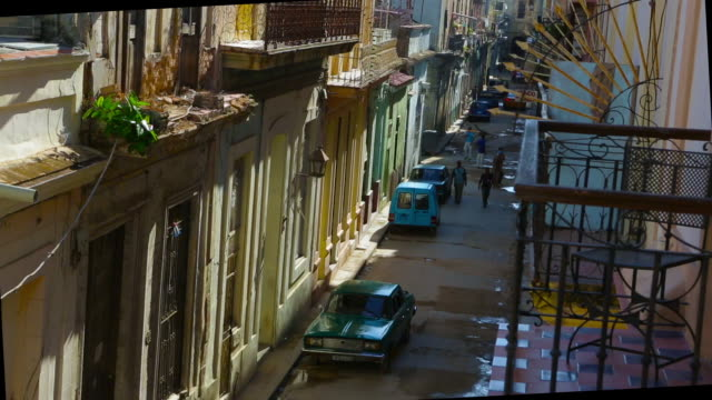 old havana cuba wide shot, street with cars and people in day - 50 seconds or greater stock videos & royalty-free footage