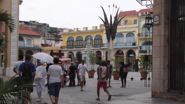 old havana: old plaza full of tourists and locals during day. old havana is a unesco world heritage site and major tourist attraction in cuba - plaza vieja stock videos and b-roll footage
