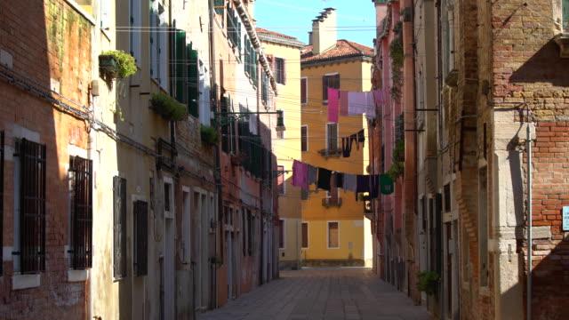 ベニスの古い家屋 - ヴェネツィア点の映像素材/bロール