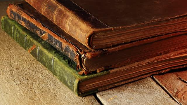 vídeos de stock e filmes b-roll de old leather cover books as sliding view - capa de livro