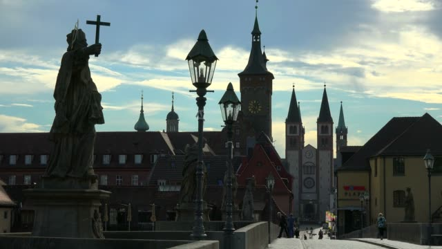 stockvideo's en b-roll-footage met old main bridge across the main river with the cathedral and city hall, wuerzburg, lower franconia, bavaria, germany - mannelijke gelijkenis