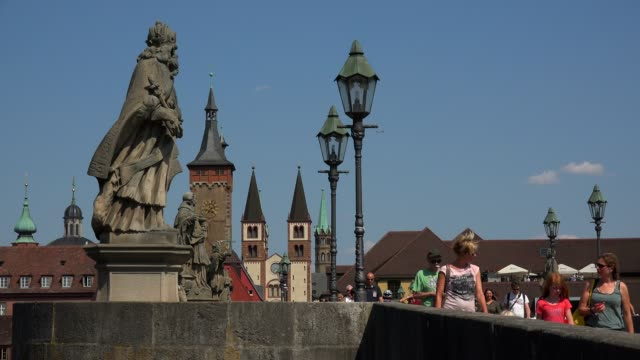 stockvideo's en b-roll-footage met old main bridge across the main river with the cathedral and city hall, wuerzburg, lower franconia, bavaria, germany - rond de 15e eeuw