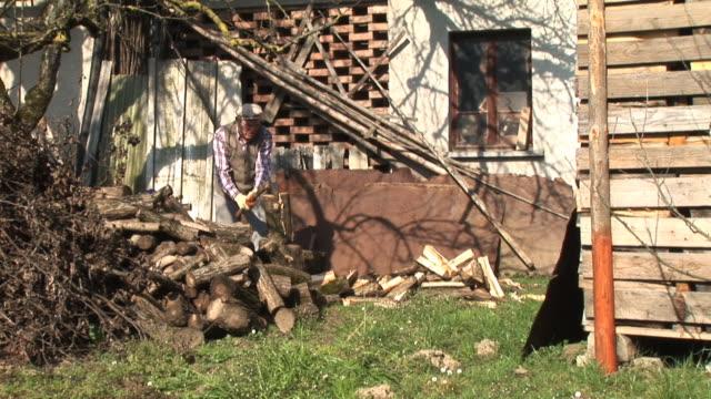 HD: Hombre viejo Axing madera