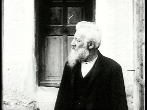 old man with beard gesturing in front of camera burton holmes talks to very old man with long white beard who then talks to camera shakes hands man... - 1910 stock-videos und b-roll-filmmaterial