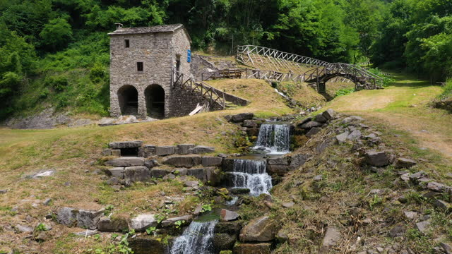 vidéos et rushes de old mill in the apennines, tuscany, italy - torrent