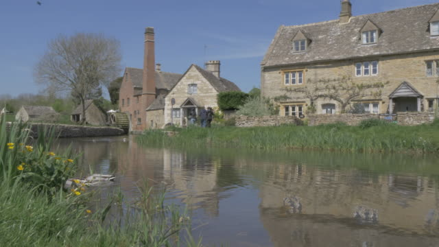 vídeos y material grabado en eventos de stock de old mill museum and river eye in lower slaughter, cotswolds, gloucestershire, england, united kingdom, europe - cotswolds